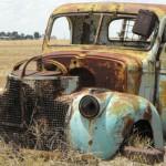 Gammel bil der er rustet